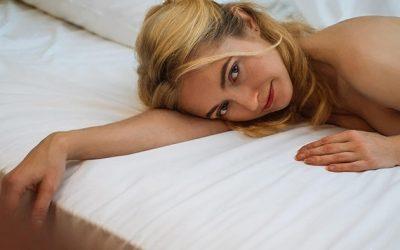Dormir sans oreiller : est-ce bon ou mauvais pour les cervicales ?