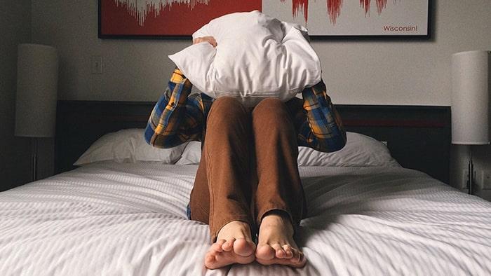 Mieux vaut dormir sur le ventre, sur le dos ou sur le côté ?