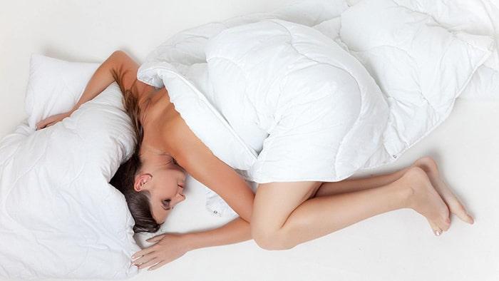 Quelle est la meilleure position pour dormir avec une cruralgie ?